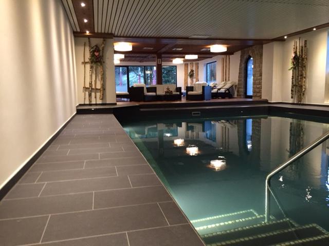 Familienhotel im allg u mit schwimmbad wohndesign for Familienhotel design